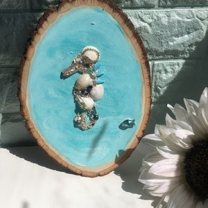 Other - Country Round Wood Handmade Seahorse